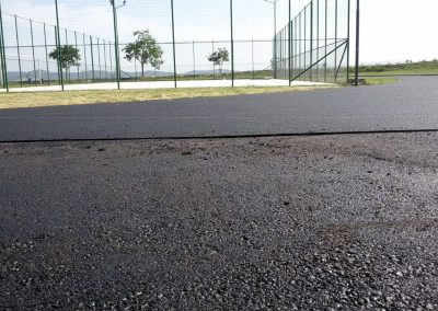 Доставена и монтирана писта и коридор за дълъг скок, изкуствена трева за мини-футбол и седалки за стадиони - Градски стадион гр. Твърдица - ТБ Флорингс ЕООД