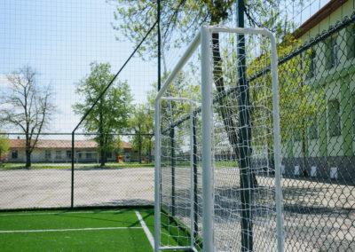 Спортна площадка в училищен двор